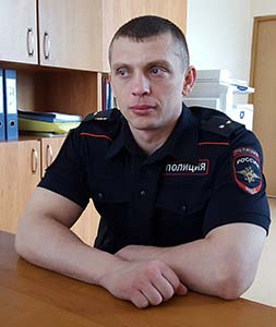 МАНЬЯКА ПОЙМАЛ ЛЕЙТЕНАНТ ПОЛИЦИИ: http://petrovka-38.com/arkhiv/item/manyaka-pojmal-lejtenant-politsii